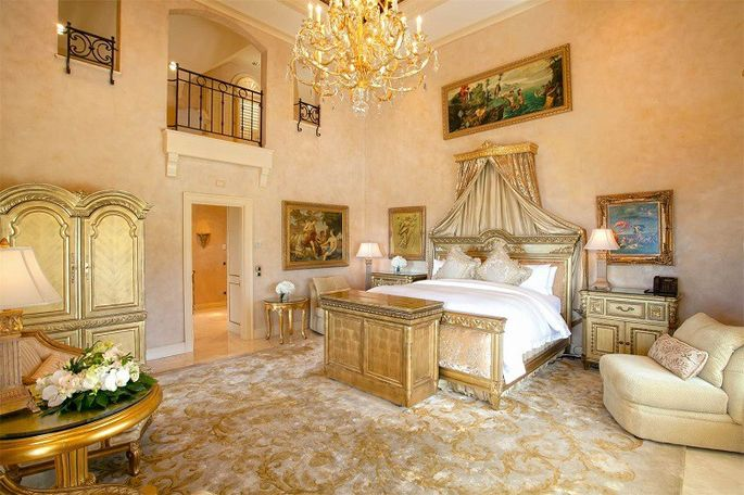 trump-mansion-master-bedroom