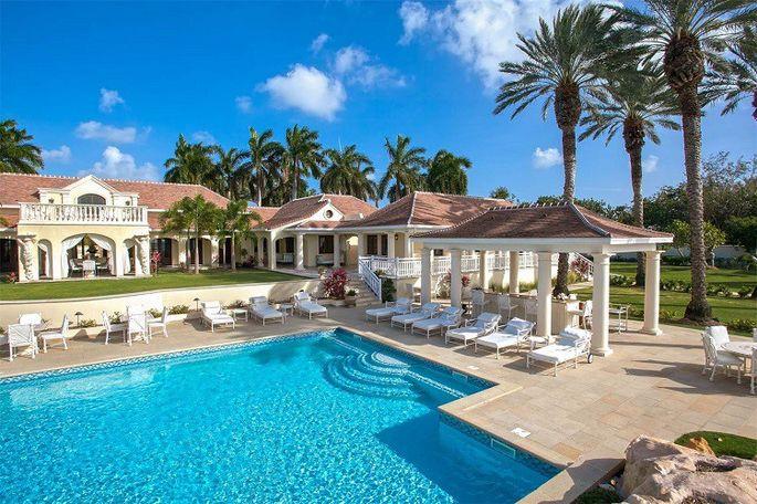 trump-mansion-pool