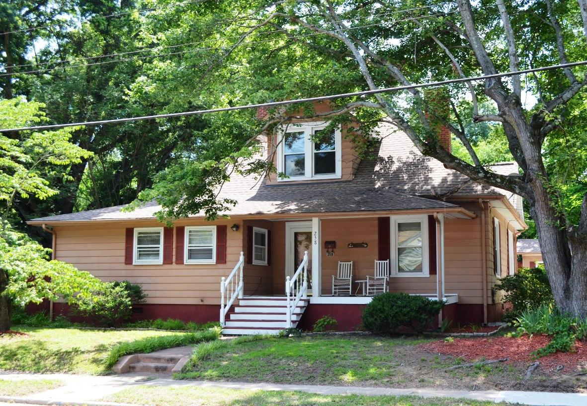 Beautiful Historic Home – Mooresville