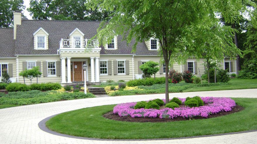 colorful-garden-and-beautiful-landscape-staging-home-for-sale